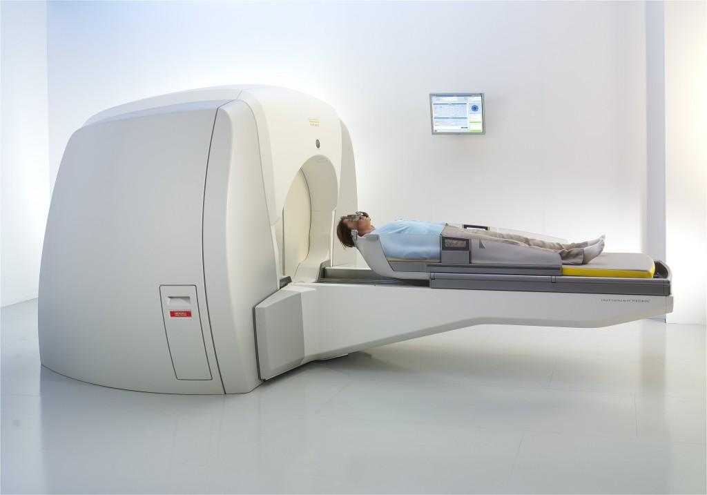 Το όφελος της ολοκρανιακής ακτινοθεραπείας σε ασθενείς που υποβλήθηκαν σε θεραπεία με γ-knife